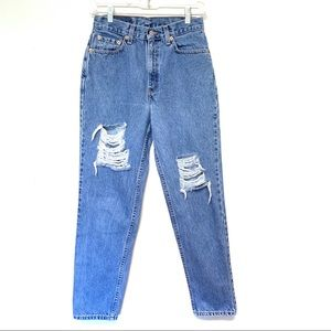 Vintage Distressed Levi's High Rise Mom Jeans 26